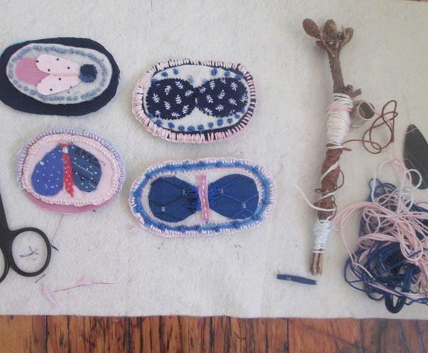 sylvana-vs-silvana:  working on naïve my first textile brooches collection Llegó el invierno y me convertí en oruga tejiendo capullos de tel...