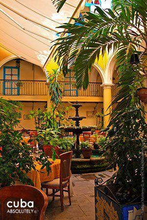 El Patio restaurant in Cathedral square in old havana© Cuba ...