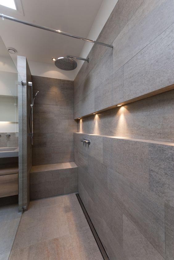 Come arredare una nicchia portaoggetti doccia for Casa moderna bagni