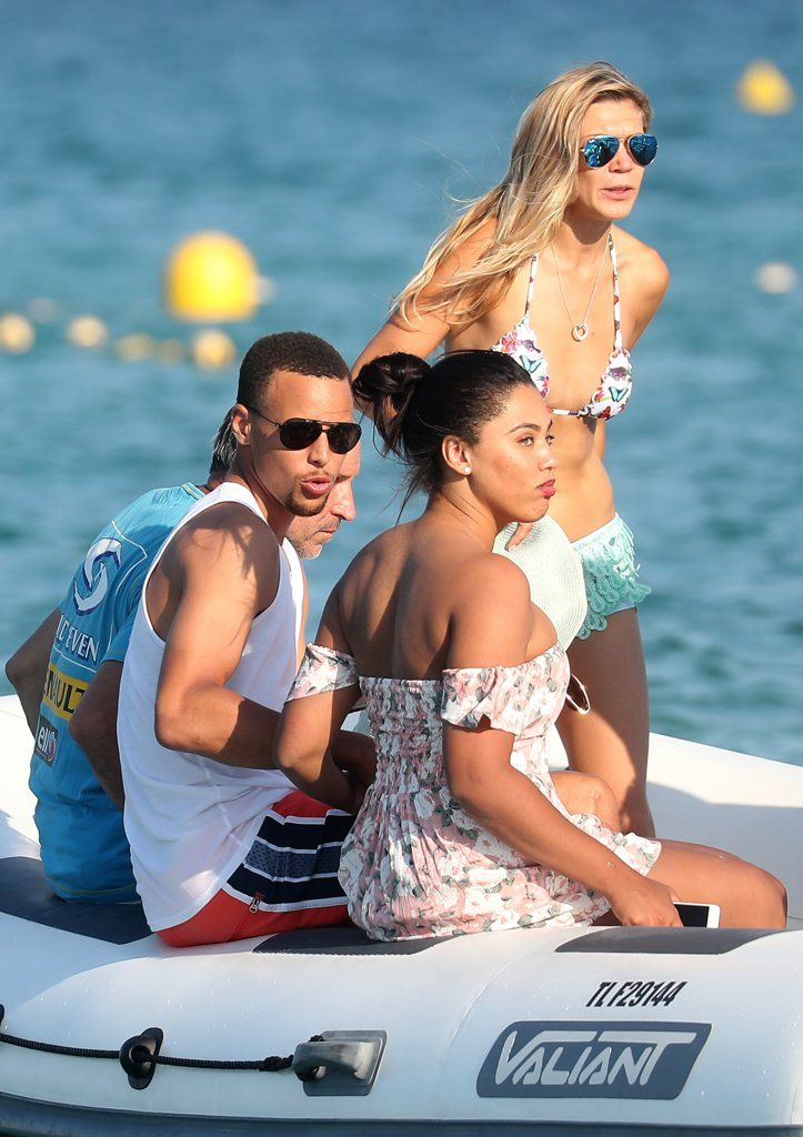 ayesha and stephen curry celebrate their 5