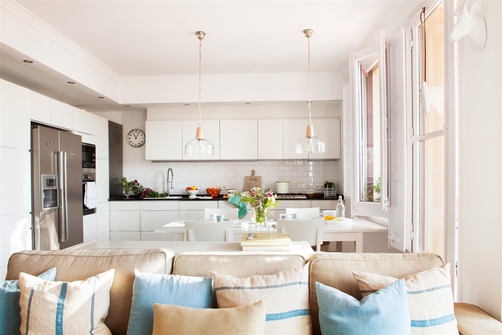 cocina blanca abierta al salon comedor_00429025 | Cocinas abiertas ...