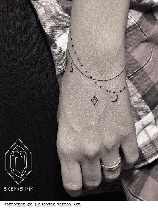 γυναικεία τατουάζ- τατουάζ βραχιόλι στον καρπό - αλυσίδα με διαμάντι φεγγάρι-  bracelet chain tattoo on wrist b6182596d94