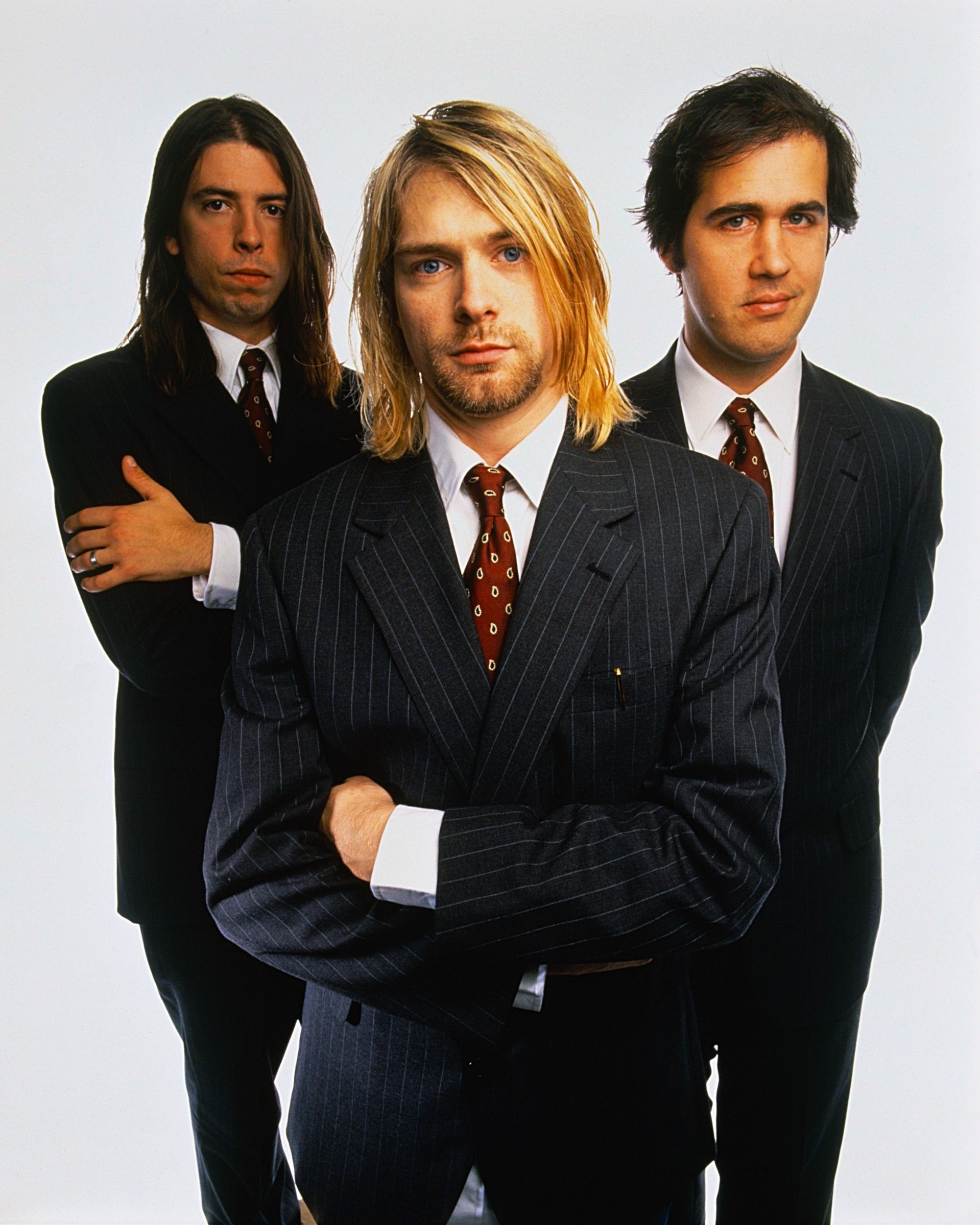 nirvana - Buscar con Google. Omg, Kurt was wearing jeans the whole fuckin time. Of course though, why would I expect him to wear the full suit, idk?