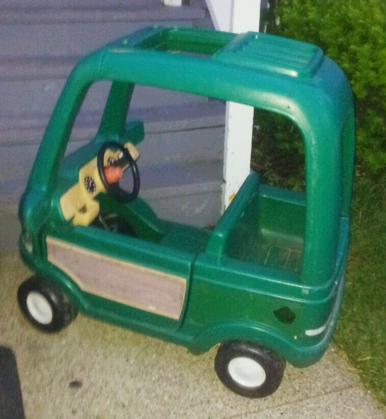 This is a nice little wagon, unfortunatley I would not use it for children to ride in or play on along, it tips over very very easily. Little Tikes Lil' Wagon used to be yellow with deeper sides and a bit bigger, rounded body. I bought this wagon to haul water around a patio garden/5().
