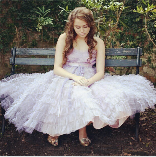 Miley Cyrus's vintage dress from The Last Song    The Last Song