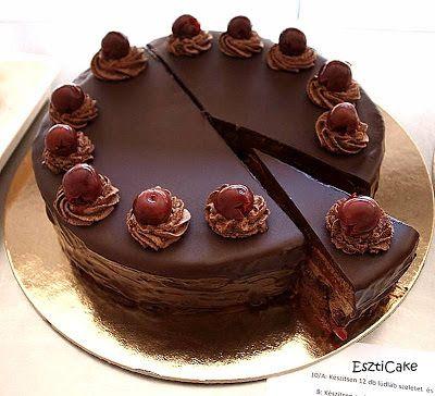 EsztiCake: Lúdláb torta - Hozzávalók egy 12 szeletes (24 cm-es) tortához Kakaós piskóta 4 tojás 8 dkg cukor 8 dkg liszt 2 dkg kakaópor A 4 tojás fehérjét a 8 dkg cukorral kemény habbá verjük. Hozzáadjuk a tojássárgákat, majd az átszitált lisztet és kakaóport. A masszát óvatosan keverjük, hogy ne essen össze, ne törjük össze a habot. Tortakarikában kisütjük és hagyjuk kihűlni. Párizsi krém 4 dl tejszín 20 dkg kristálycukor 10 dkg kakaópor 25 dkg margarin