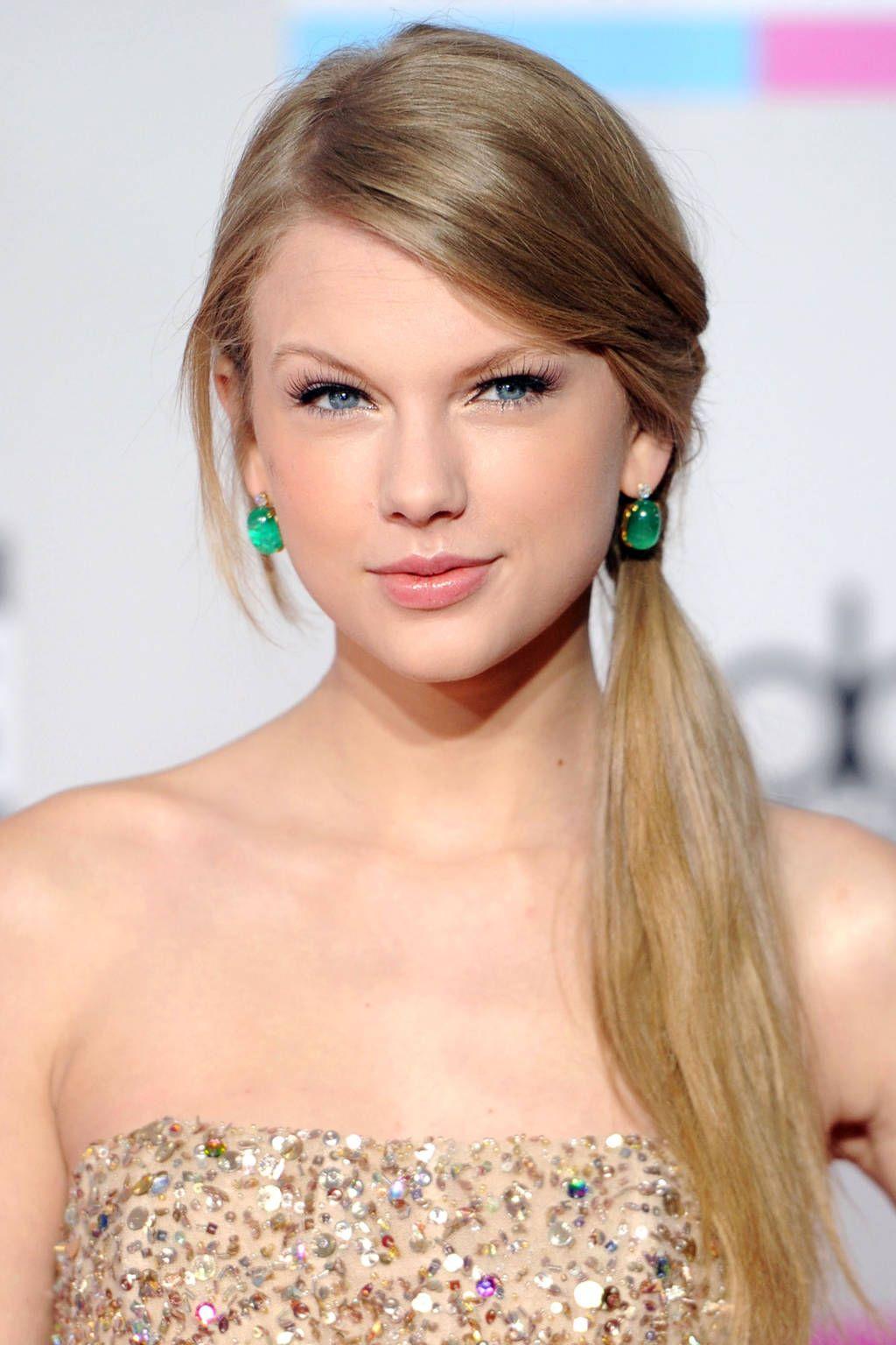Taylor Swift S Amazing Beauty Transformation Through The Years Taylor Swift Hair Taylor Swift Haircut Long Hair Styles