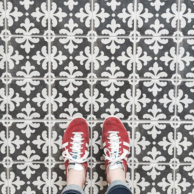 Did you guys see this patterned tile in the bathroom renovation post last week? So good! #ontheblog #tile #interiordesign