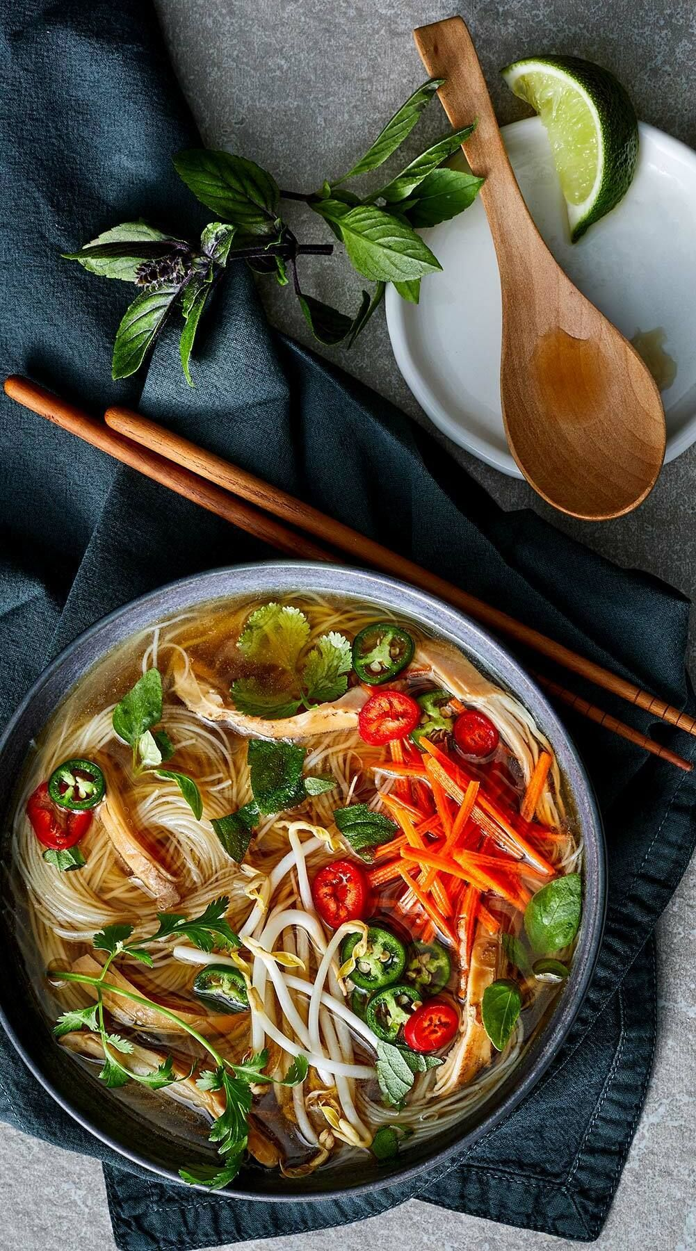 Instant Pot Chicken Pho This Instant Pot Pho Recipe Allows You To Enjoy All The Delicious Flavors Of The Tradi In 2020 Chicken Pho Pho Recipe Instant Pot Pho Recipe