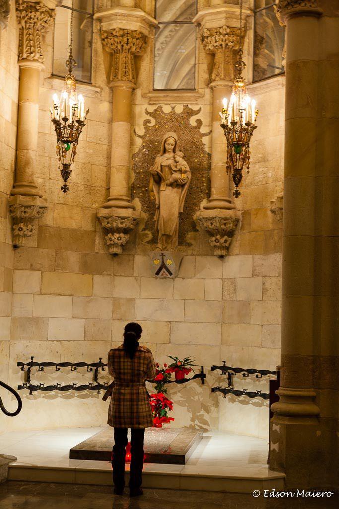 Capela Nossa Senhora de Carmen onde esta enterrado Gaudi