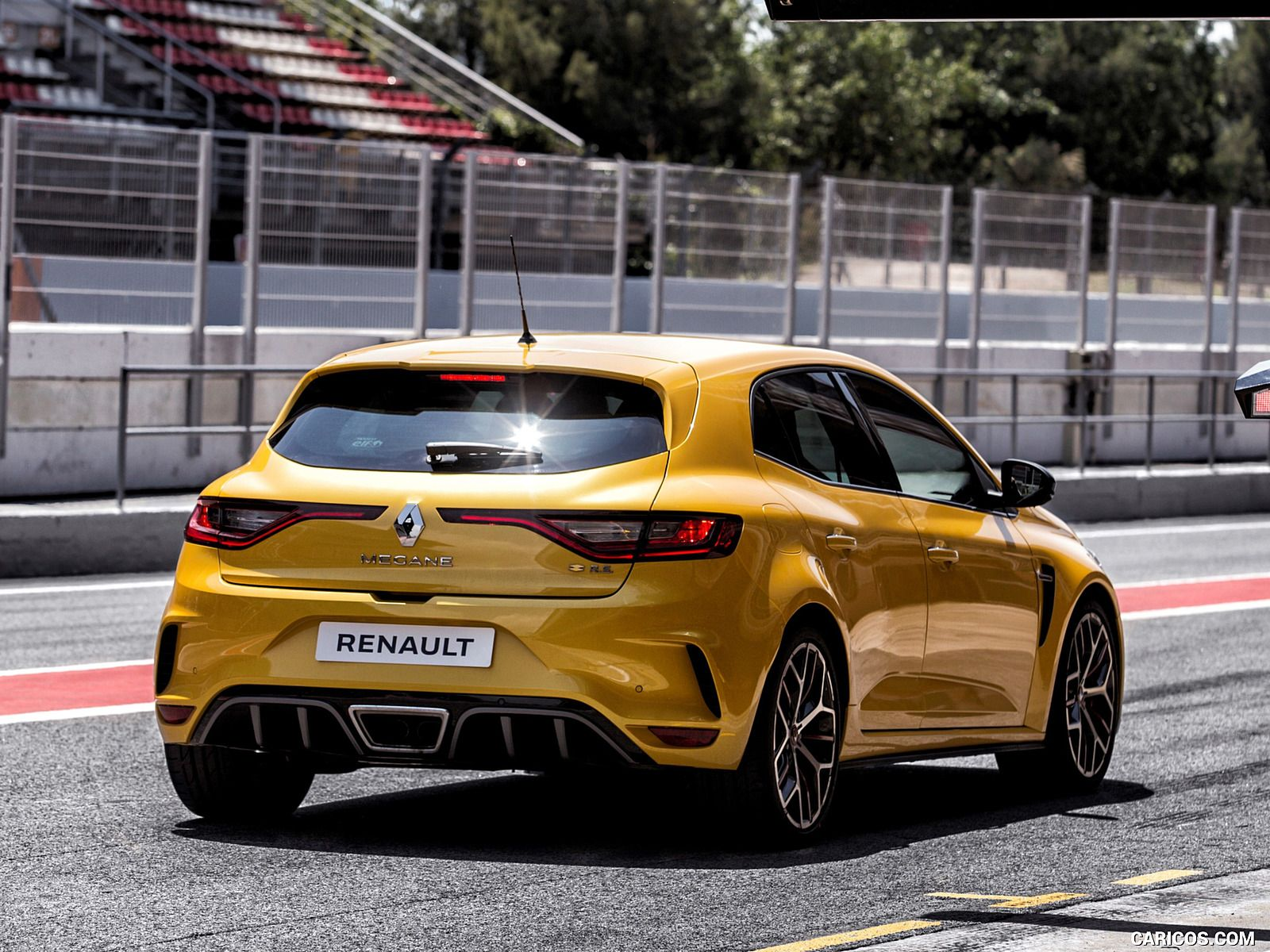 Amazing Wallpapers Of This 2019 Renault Megane R S Trophy Is