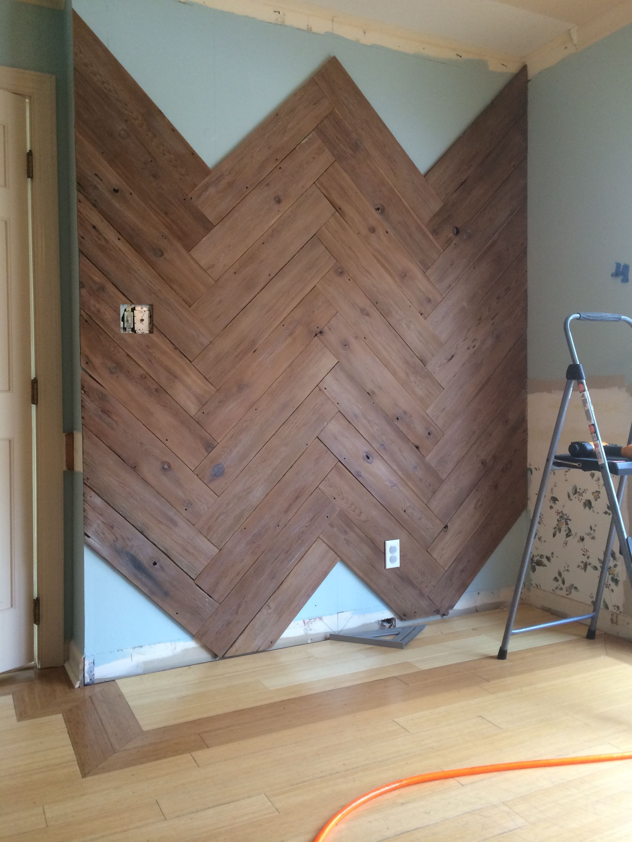 Diy plank wall in herringbone made from old fence herringbone diy plank wall in herringbone made from old fence baanklon Image collections
