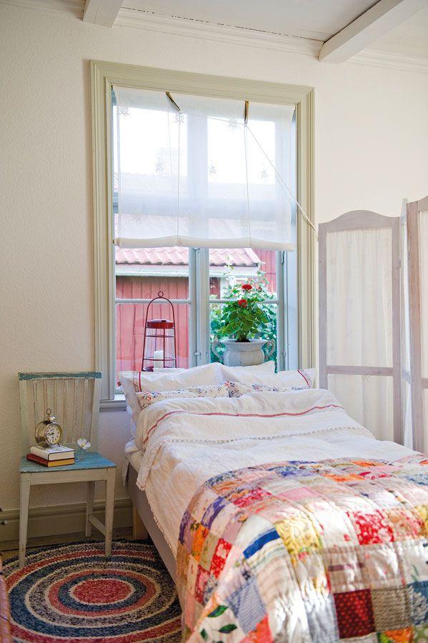 El cuarto est separado del living por un biombo con - Cubre piso alfombra ...