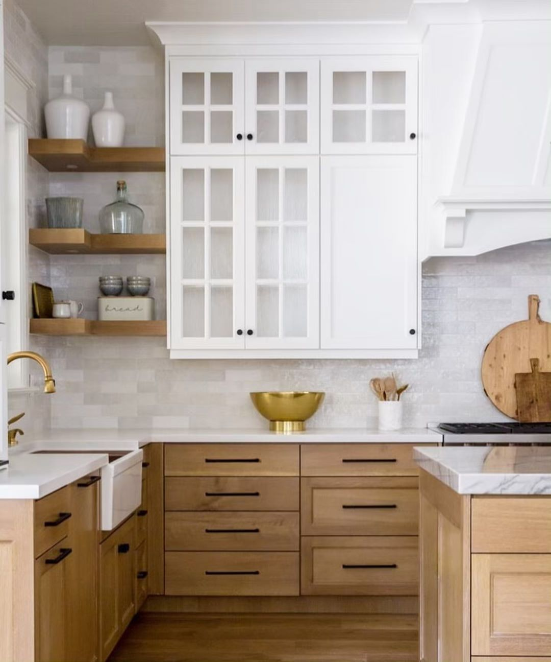 Juxtaposed Interiors On Instagram Anyone Else Loving The Mixed Cabinet Colors We Are Seeing I Am For Sur Kitchen Design Home Kitchens Kitchen Remodel