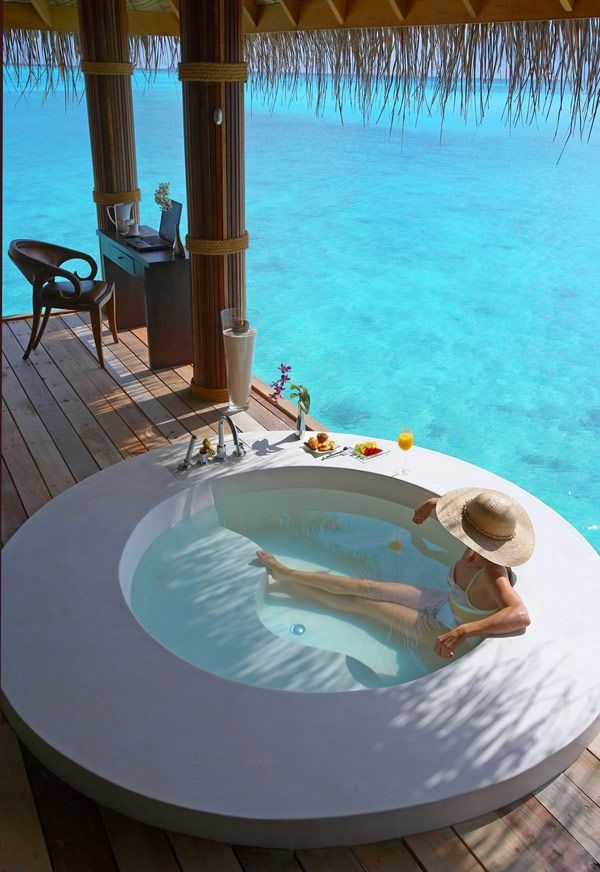 Chambre d 39 h tel avec jacuzzi un jacuzzi sur la terrasse spa privatif jacuzzi pinterest - Chambre d hotel avec spa privatif ...
