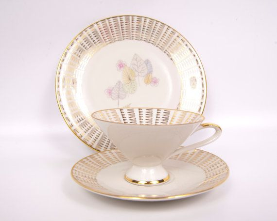 Hey, I found this really awesome Etsy listing at https://www.etsy.com/listing/236614775/vintage-bavaria-teacup-set-elfenbein