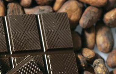 Eating dark chocolate every day may improve thinking abilities in people with mild cognitive impairment, according to a new study. (Eric Risberg / AP file)