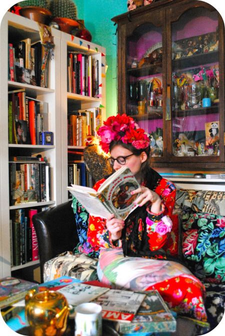 Artist Lally MacBeth's colourful Cornish home #interiordesign #artists #homes #retro #vintage #sittingrooms #livingrooms #colourful #colorful #homedecor #LallyMacBeth For more artists' homes visit www.ompomhappy.com
