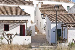 Edificios en la Aldeia da Pedralva, en el Algarve (Portugal).