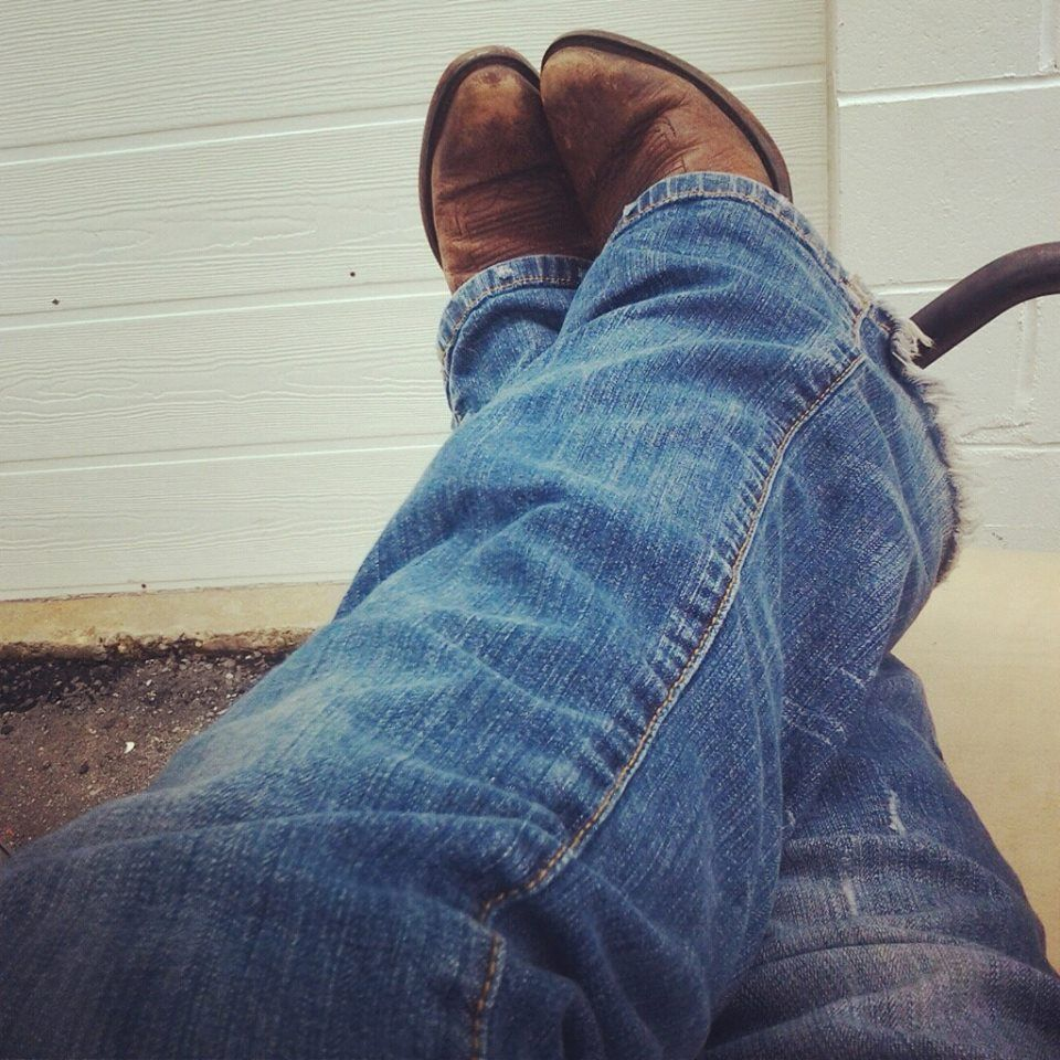 There is nothing better the blue jeans and a pair of boots ...
