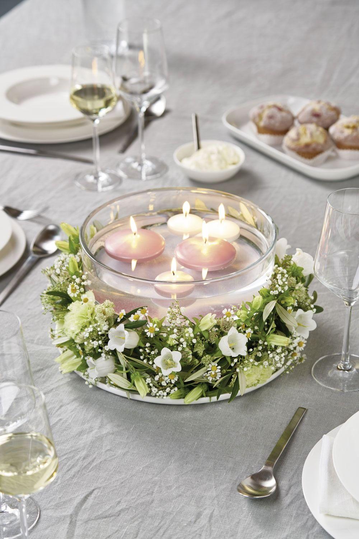 Tischdeko mit Kerzen im Frühsommer