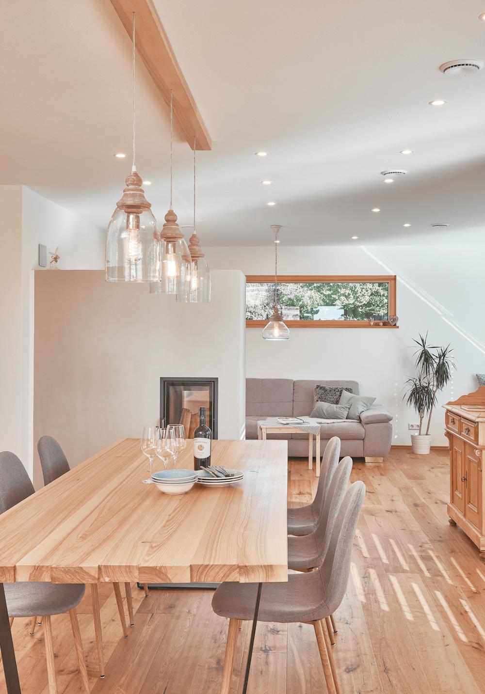Modernes Landhaus mit Satteldach, Carport & Garage - | HausbauDirekt.de