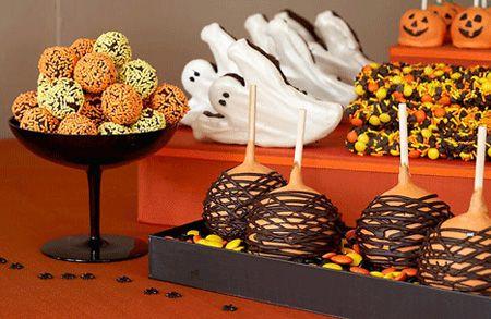 Colores de Halloween en una mesa dulce Castañada \ Halloween