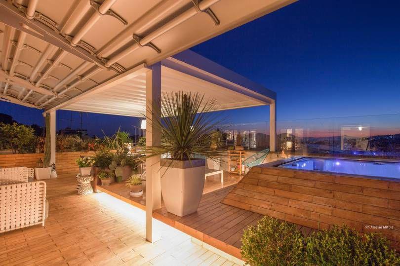 Licht und Design: den Himmel von einem Panorama-Penthouse aus beobachten    Corradi