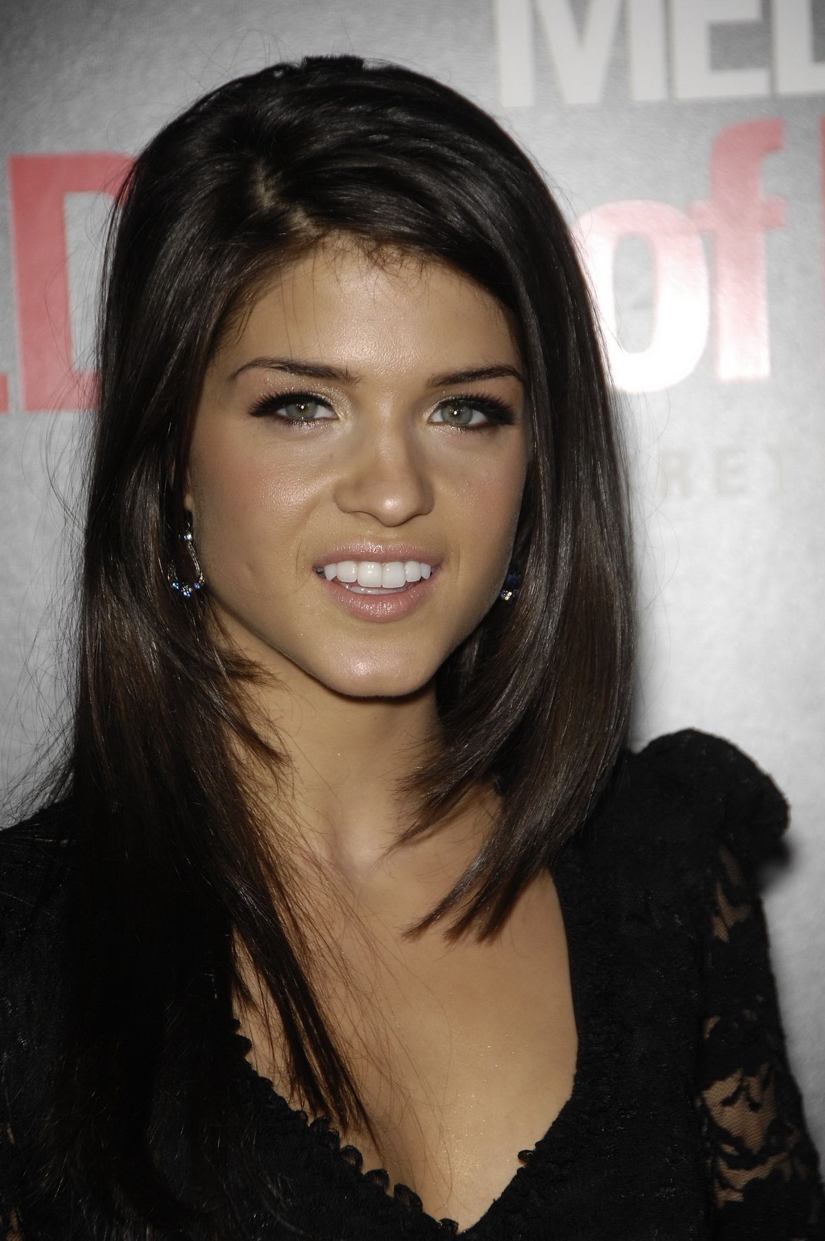 Marie Avgeropoulos - Full size