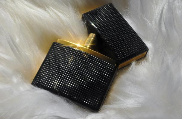 Nirvana Black and Nirvana White, #fragrances created under the Olsen twin's brand Elizabeth & James, are sensual and sophisticated #perfumes for modern woman.  #stylish #fashion #elizabethandjames