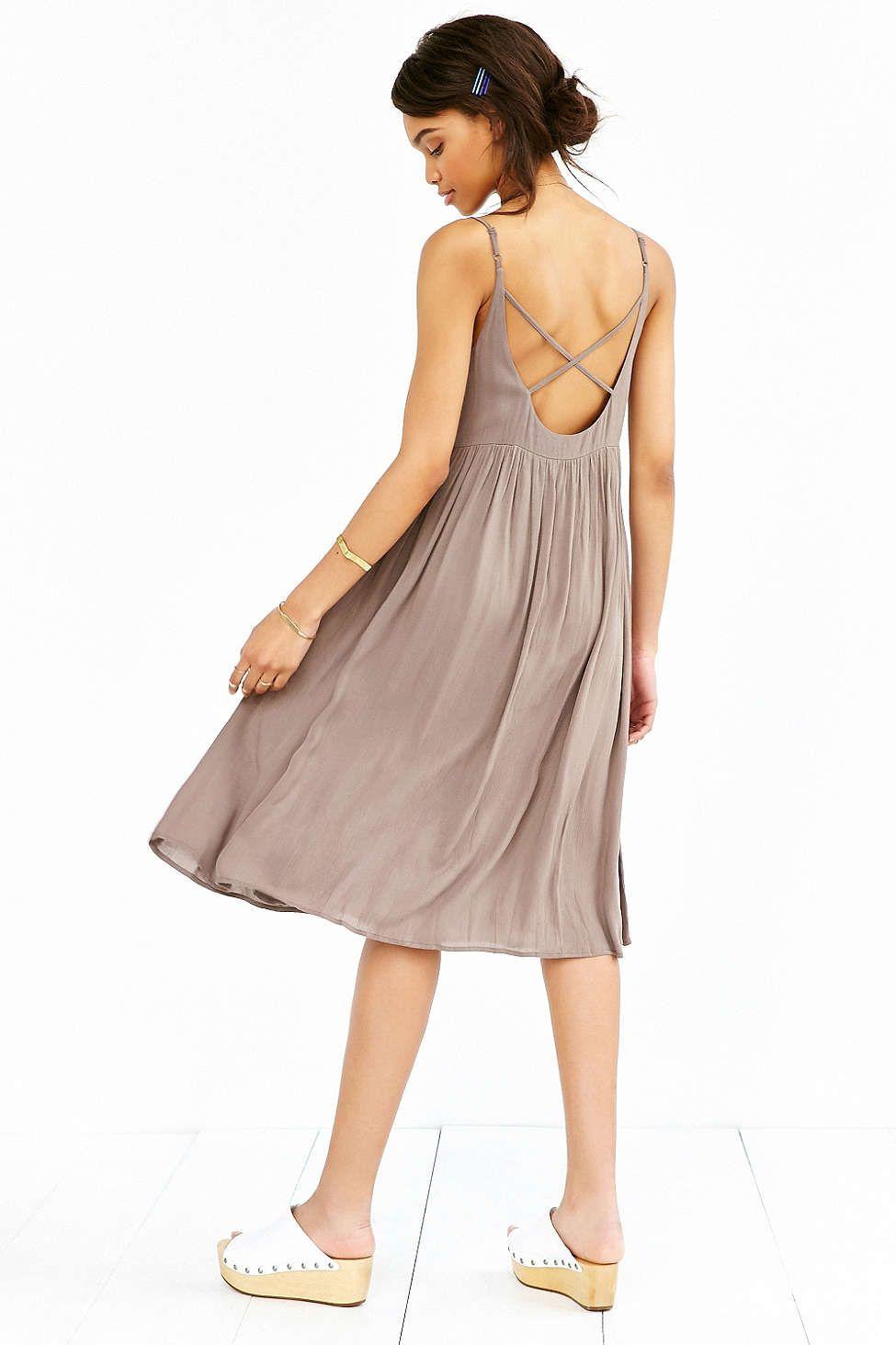 Kimchi Blue Crinkle Gauze Flowy Midi Dress Flowy Midi Dress Urban Dresses Taupe Midi Dress [ 1463 x 975 Pixel ]