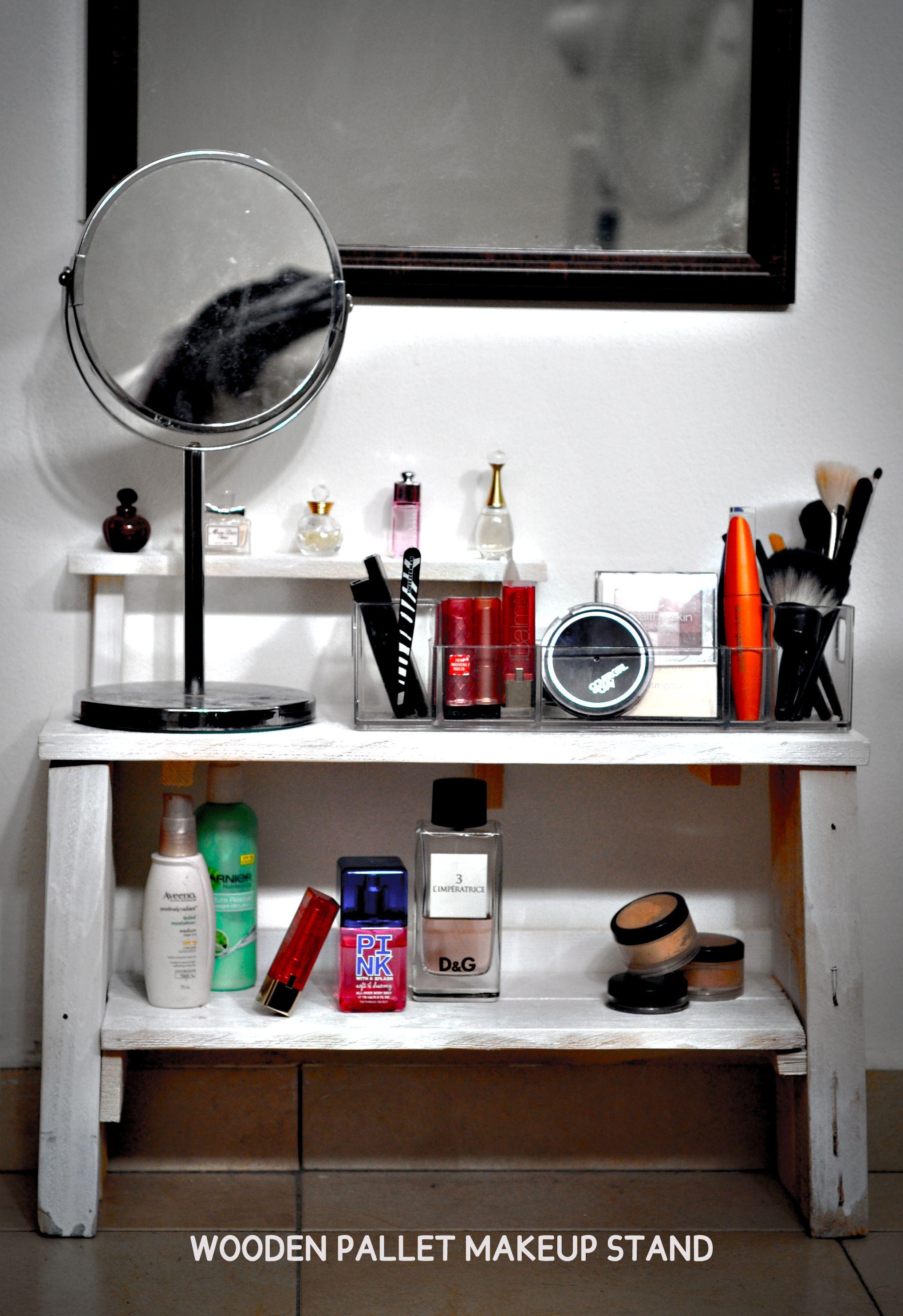 Diy pallet wood bathroom vanity pallet shelf for bathroom vanity diy - Wooden Pallet Makeup Stand Or Vanity Cool Bedroom Ideasdiy Bedroommakeup Craftspallet Bathroombathroom