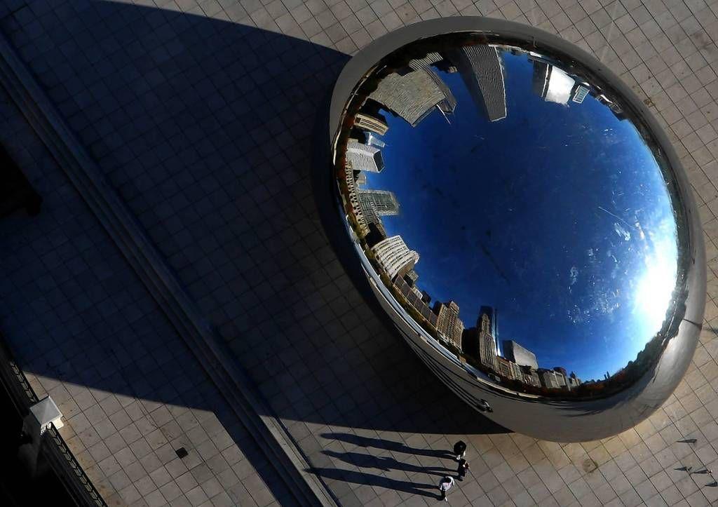 Cloud gate sculpture aka the bean in millennium park