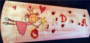 Personaliza un cartel infantil para niña reciclando una teja y aplicando la tecnica del decoupage. Manualidades para realizar con tus peques