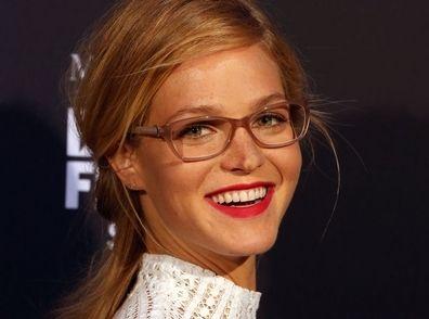 Erin Heatherton   Son maquillage glamour valorise ses lunettes de vue