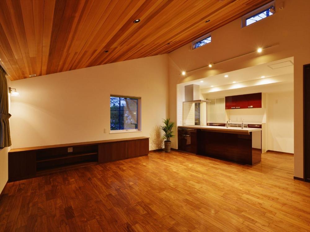 旭が丘の家 羽目板天井のldk 重量木骨の家 選ばれた工務店と建てる