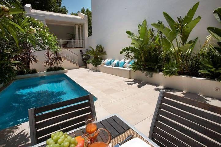 Jardin al lado de la piscina y patio | Jardin | Pinterest | La ...