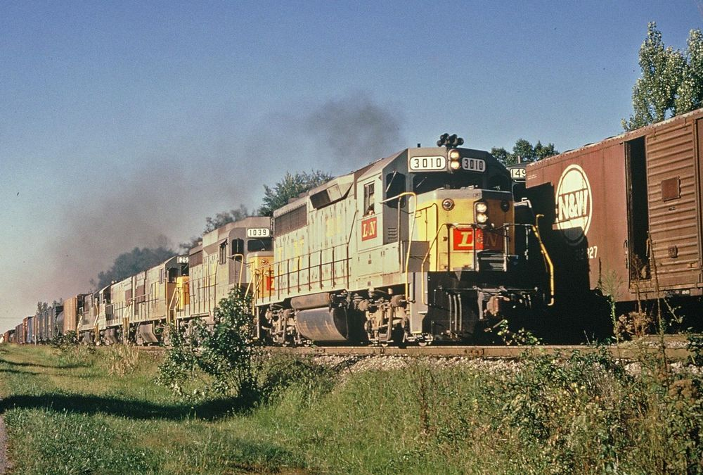 DUPLICATE RAILROAD SLIDE L&N LOUISVILLE & NASHVILLE 3010 KENTUCKY 1972 CSX