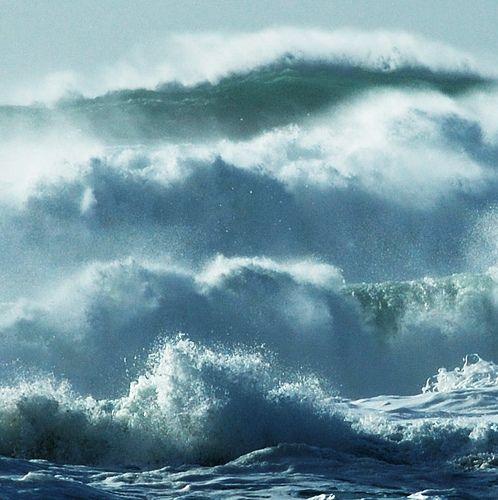 A veces es una ola enorme. Otras son muchas no tan tremendas, o una combinación de las dos