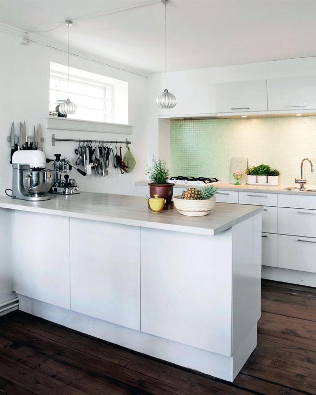 Une maison industrielle danoise aux airs de cottage romantique kitchen ideas cuisines - Maison industrielle ...