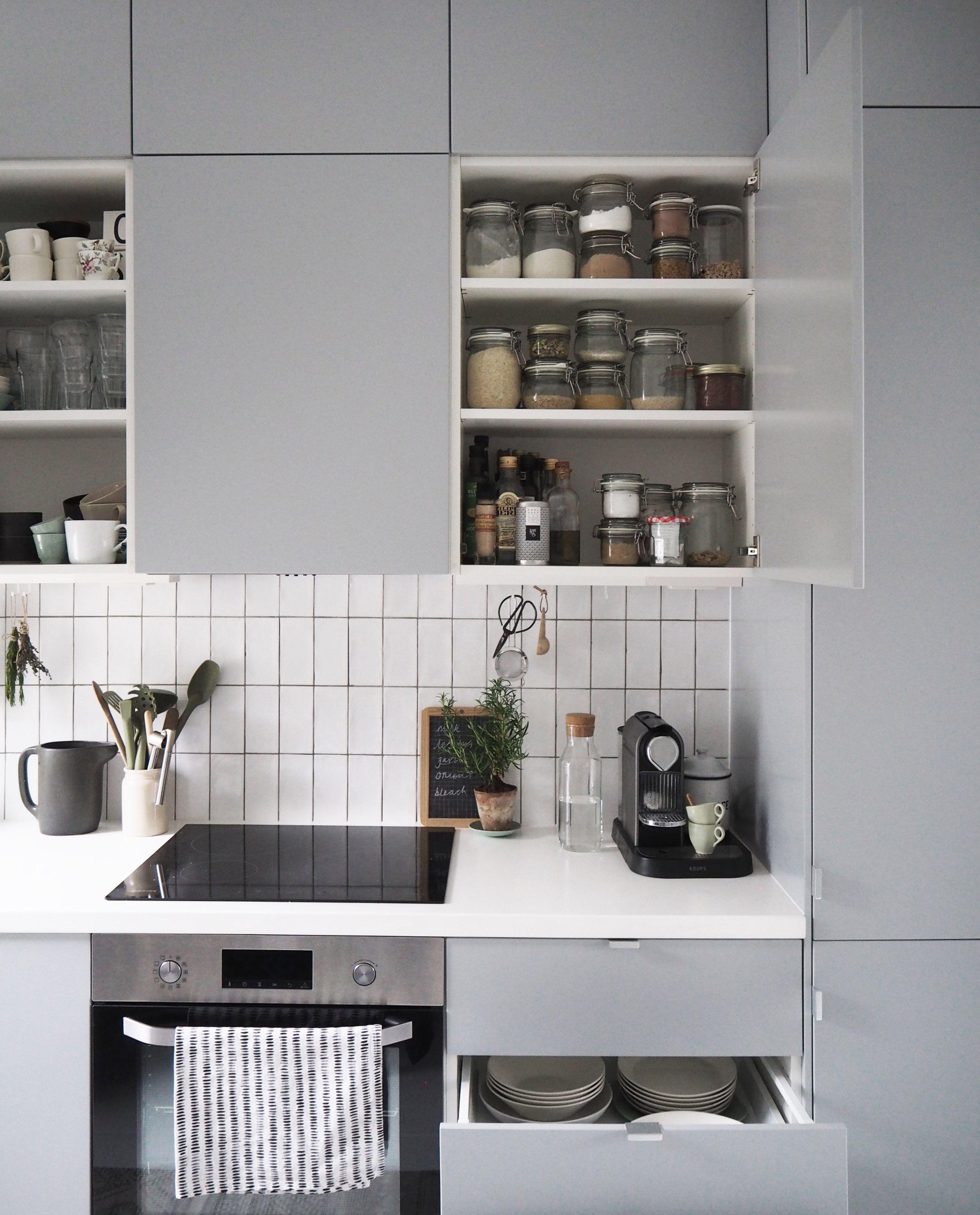 Kleine küchenideen vor und nach ikea veddinge grey kitchen  clever storage solutions for small