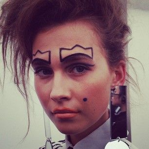 A close-up view of the queenly make up stylings from @jamesorileyMUA #awesome #lfw