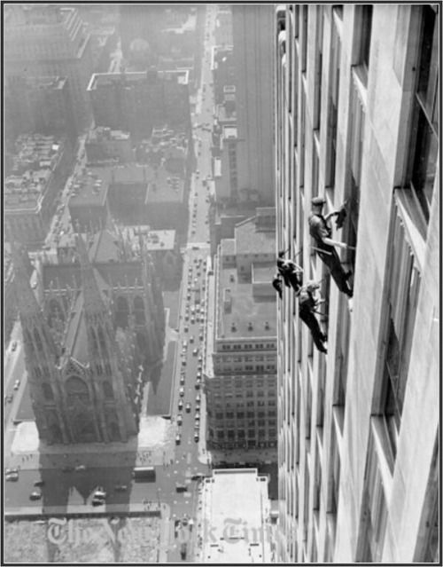 Window cleaners on RSA Building. New York, 1933  [::SemAp FB || SemAp::]