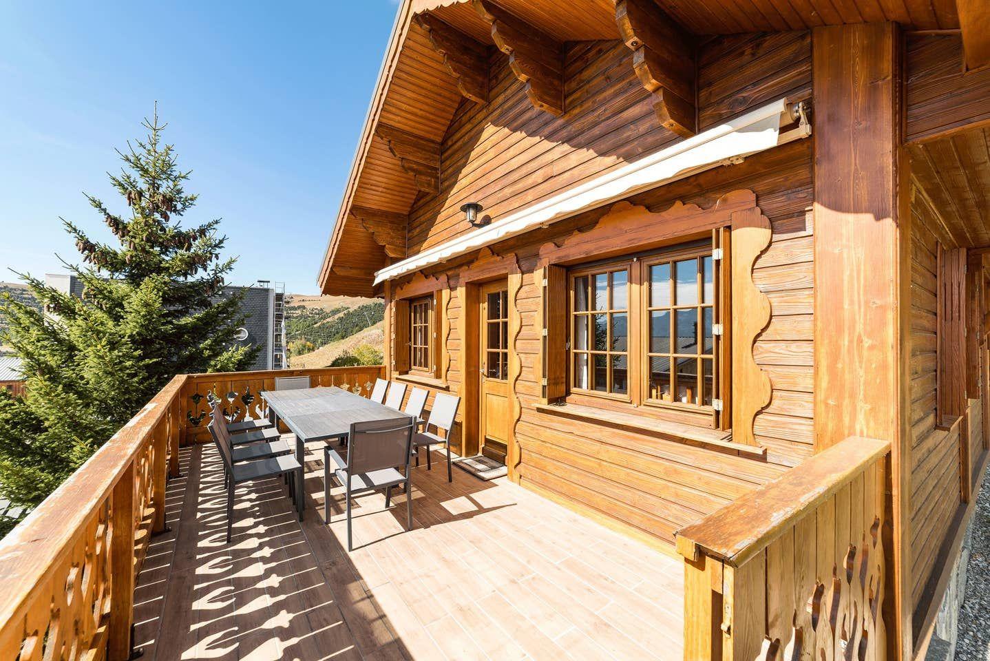 Location L Alpe D Huez Airbnb Chalet A L Alpe D Huez Au Pied Des Pistes Pour 10 Personnes Iziva Com Chalet Location Chalet Montagne Location Chalet