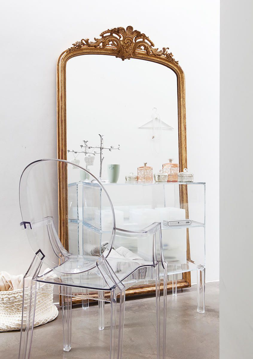 Transparent kartell louis ghost chair ghost buster by for Philippe starck miroir