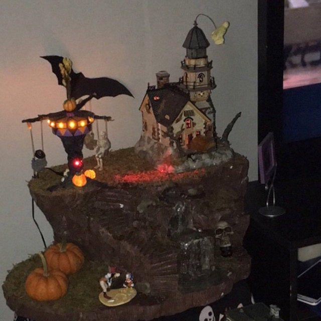 Comisión de una exhibición personalizada de Halloween Village