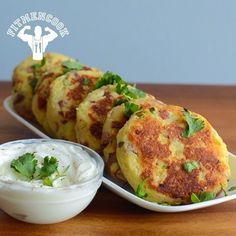 Turkey & parmesan potato cakes. Perfect for meal prep or to accompany any meal. And it is kid-approved so you can feel free to make it in mass for the family. Approx macros for 1 of 6 servings: 110 calories, 7g protein, 15g carbs, 3g fat