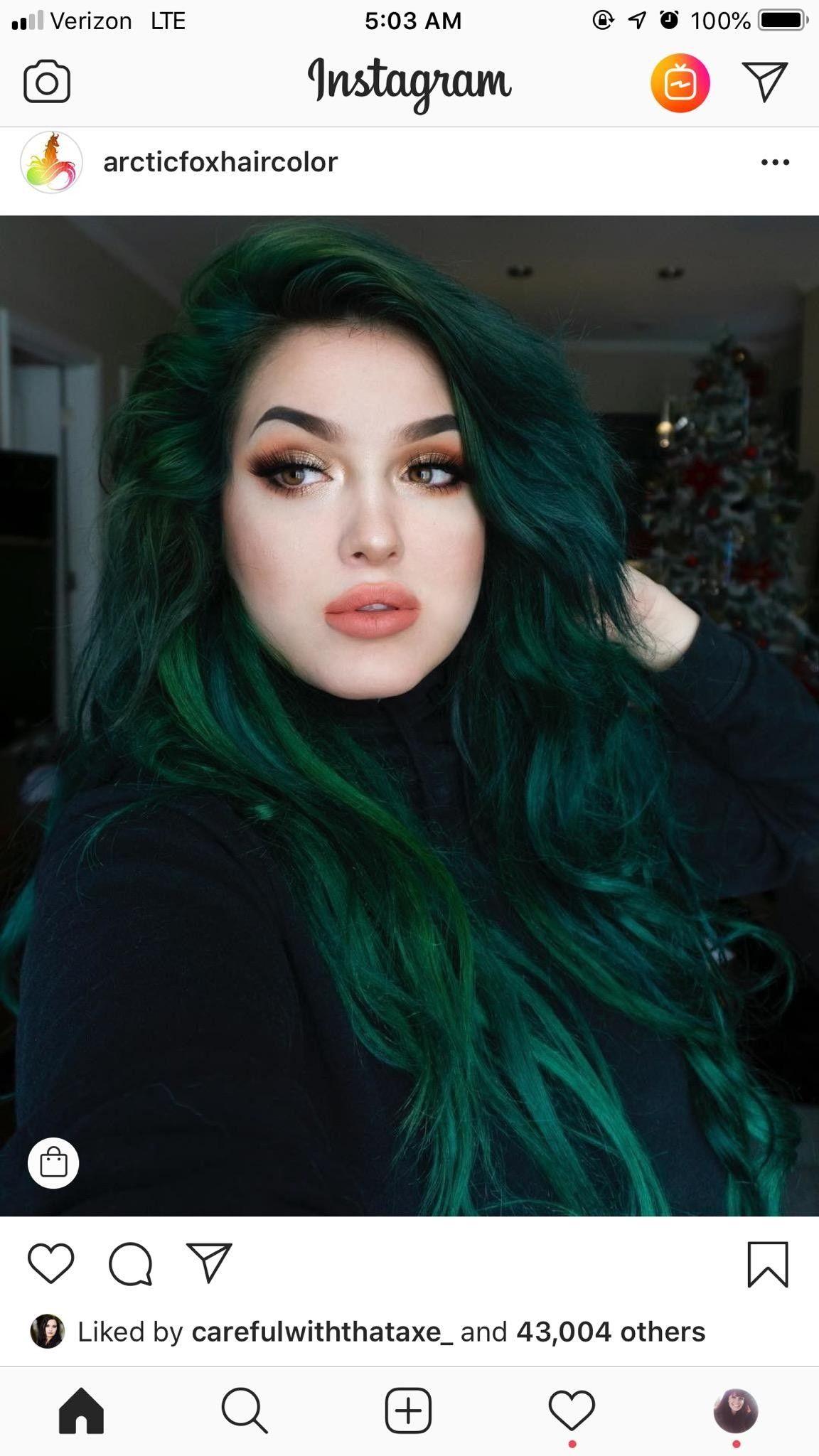 With Natural Roots Dark Green Hair Hair Styles Blonde Hair Green Eyes