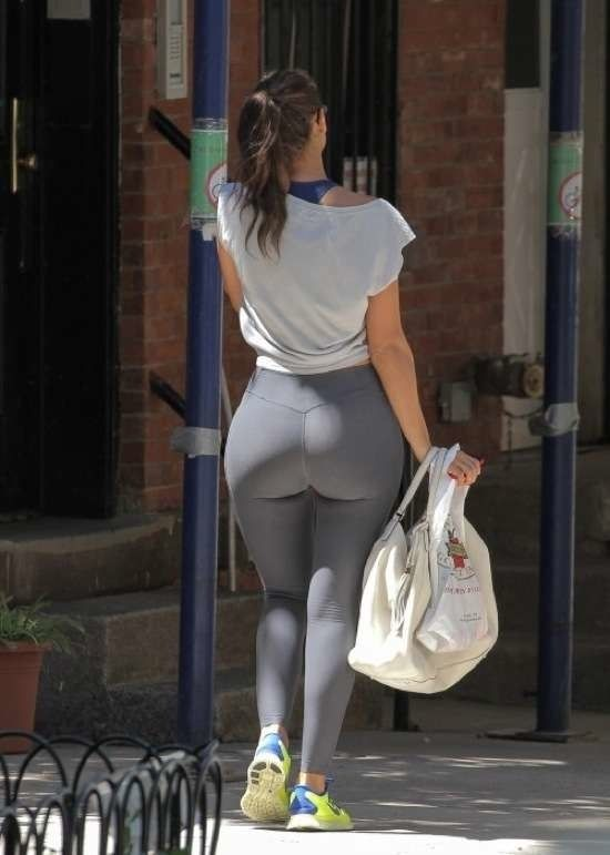 Big booty in tights