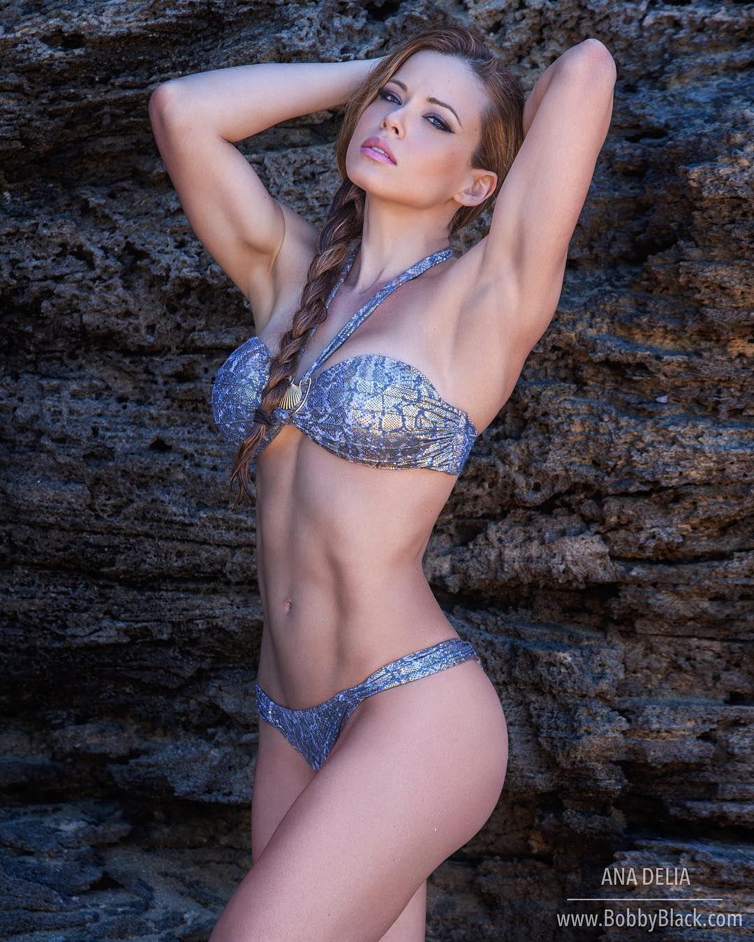 Ifbb Pro Athlete Model Anadelia Anadeliafitness Gmail Com